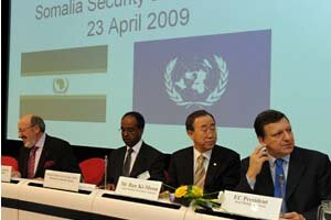 From left to right: Louis Michel, Mohamed Abdullahi Omaar, Somali FM, Ban Ki-moon, UN Secretary General and EU Commission President José Manuel Barroso Photo © European Communities, 2009