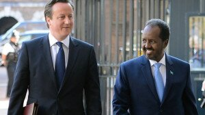 Britain's Prime Minister David Cameron (L) and Somali President Hassan Sheikh Mohamud.(Reuters / Stefan Rousseau)